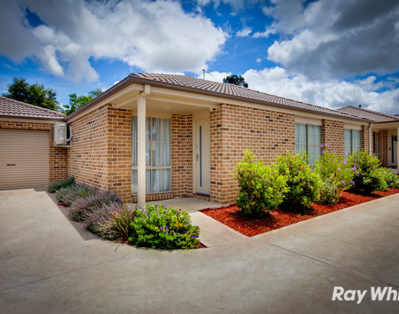 Unit 2 4 anderson street pakenham vic residential for 1 mcleish terrace pakenham