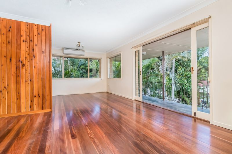 43 dobbs street holland park west qld rental house for for 10 dobbs terrace scarsdale