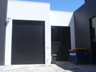 Modern 188m2 Warehouse with Offices - Varsity Lakes