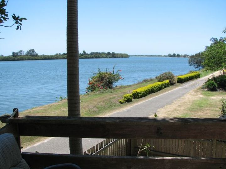10 River Street, Palmers Island, NSW