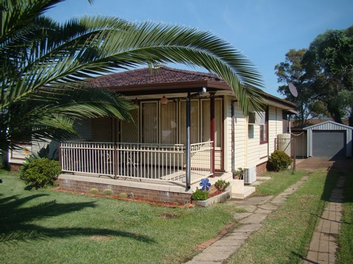 34 Idriess Crescent, Blackett, NSW