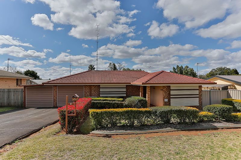 House leased wilsonton heights qld 3 champagne crescent for Beds r us toowoomba