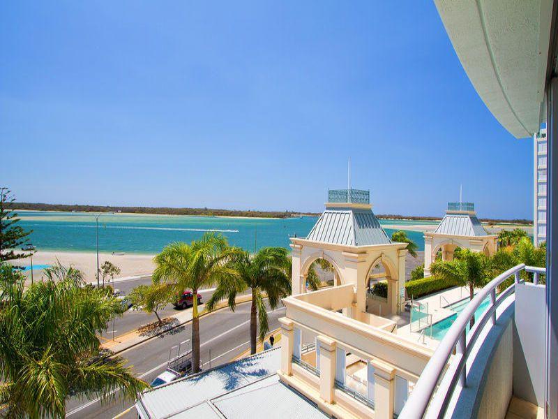 360 Restaurant Bar, The Grand Hotel   360 Marine Parade, Labrador, Queensland 4215   +61 7 5528 2377