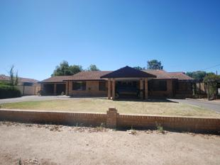 HUGE BRICK FAMILY HOME! - Wagin
