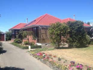 Easily 3 bedrooms. 610m2 section. - Wainoni