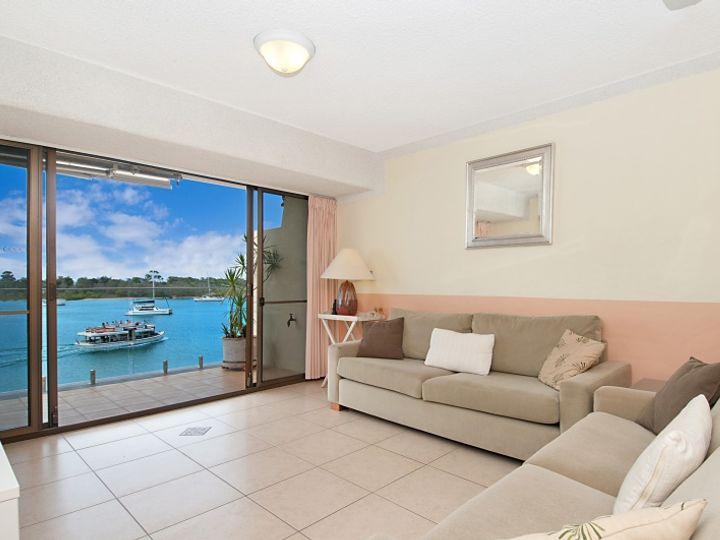 Unit 4 Aqua Linea, 82 Noosa Parade, Noosa Heads, QLD