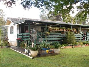 HOUSE + 4 SEPARATE TITLES IN TOWN - Blackbutt