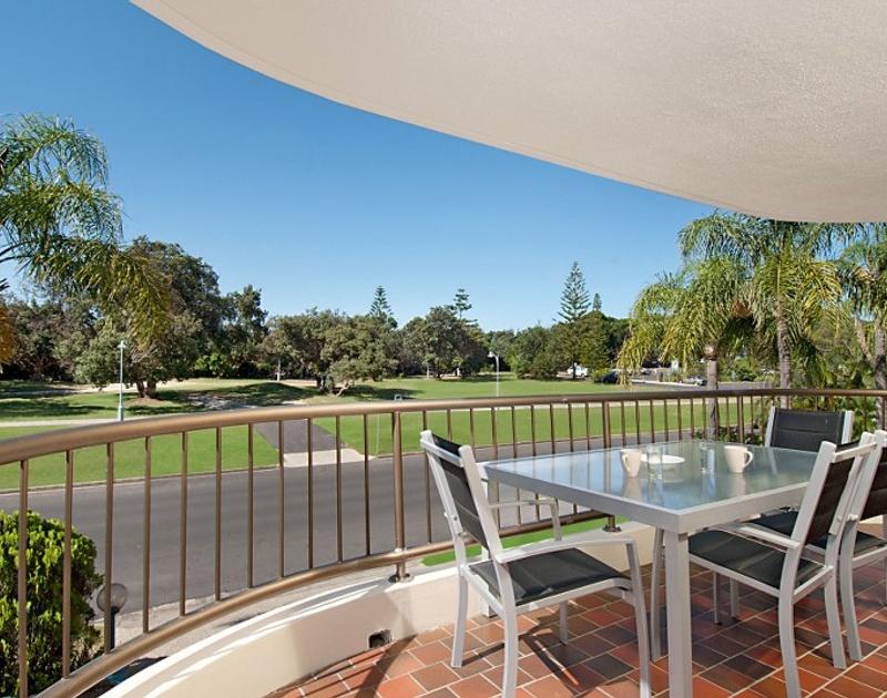 Apartment holiday rental for rent byron bay nsw 62 lawson for Balcony restaurant byron bay