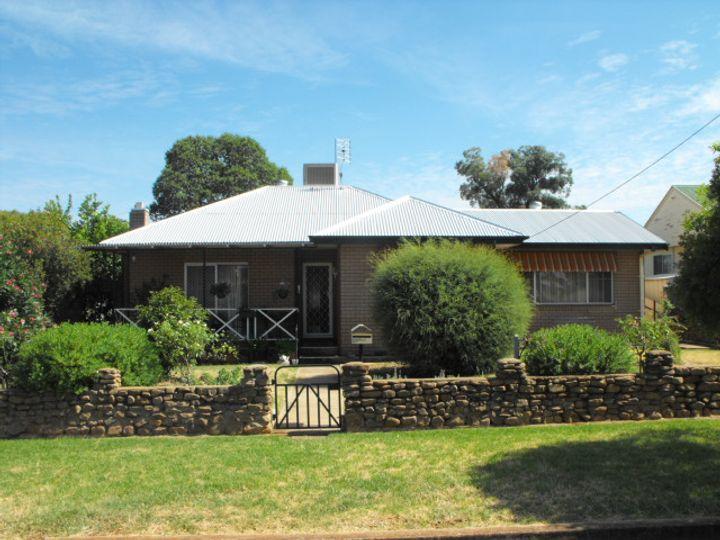 28 Mingelo Street, Peak Hill, NSW