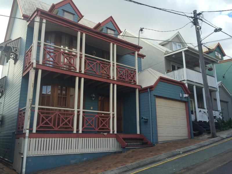 House leased petrie terrace qld 27 sexton street for Terrace house episode 1