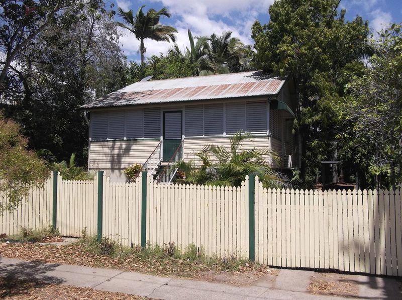 4 Surrey Street Hyde Park QLD