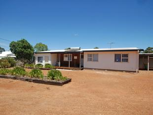 SPACE FOR EVERYONE IN THIS GREAT HOME ON 2 TITLES! - Wagin