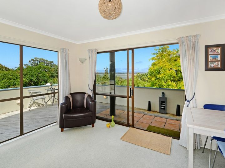 2/13 Valhalla Drive, Beach Haven, North Shore City