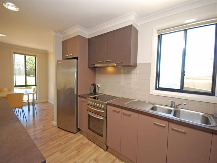 Room 2/21 Mahers Road, Warrenheip, VIC