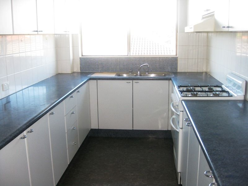 Unit leased chipping norton nsw 5 mead drive for Kitchens chipping norton