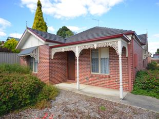 Three Bedroom Townhouse - Close To Town - Black Hill