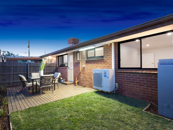 2/44 Warren Road, Cheltenham, VIC