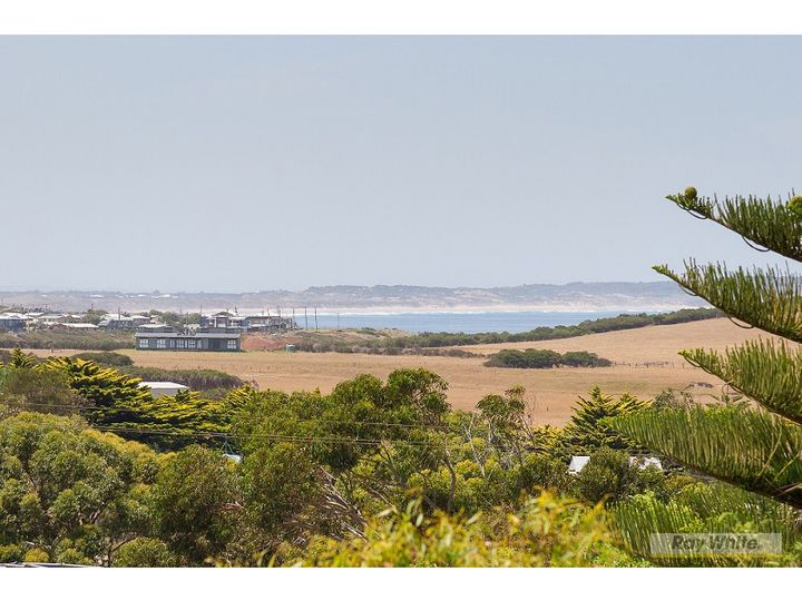5 Hollywood Crescent, Smiths Beach, VIC