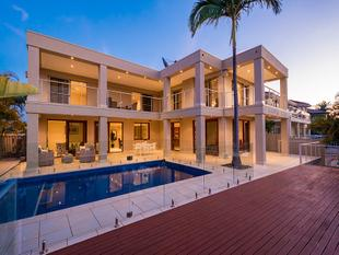 LUXURY RESIDENCE ON TRANQUIL NORTH FACING WATERFRONT - Benowa Waters