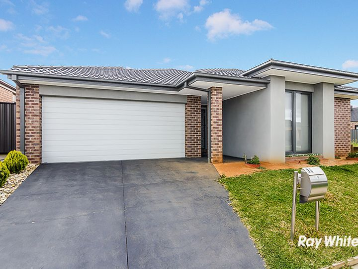 14 San Fratello Street, Clyde North, VIC