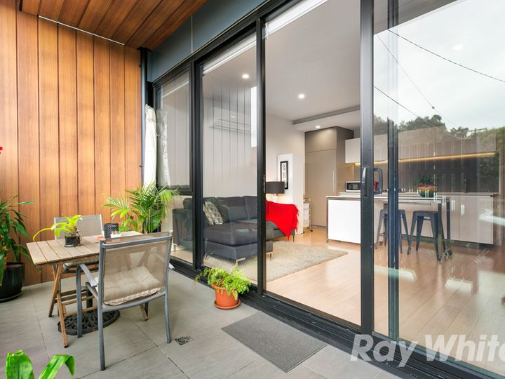 2A/38 Hutchinson Street, Brunswick East, VIC