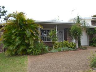 CLOSE TO SCHOOLS, SHOPS AND TOWN CENTER! - Yeppoon
