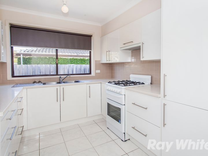 7 Cairn Grove, Glen Waverley, VIC