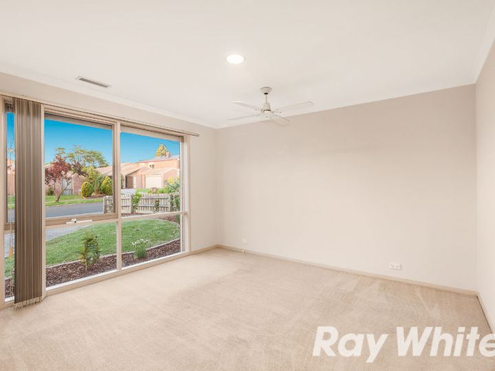 4 Pitfield Crescent, Rowville, VIC