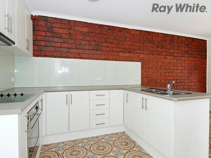 2/42 Kingsley Road, Airport West, VIC
