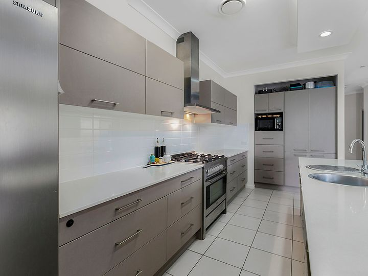 27 Carnation Road, Manly West, QLD