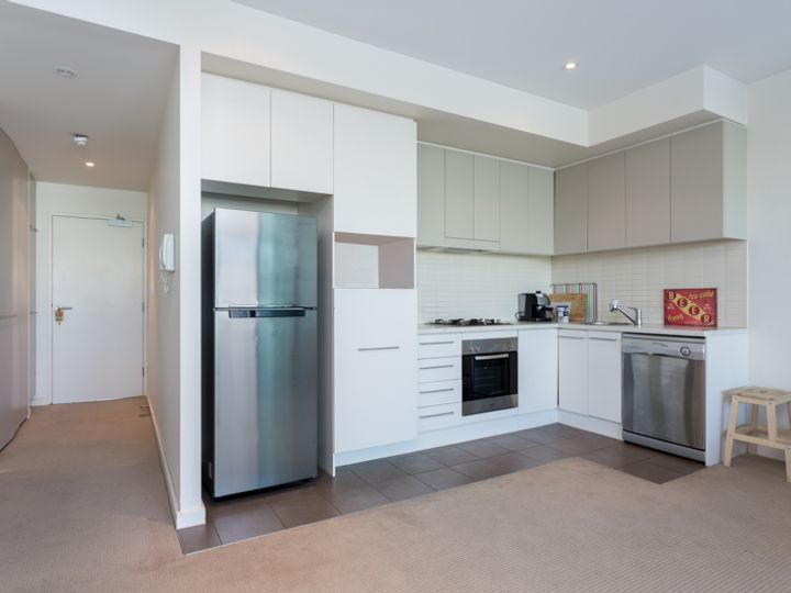 Apt  218, 1-2 Tarni Court, New Port, SA
