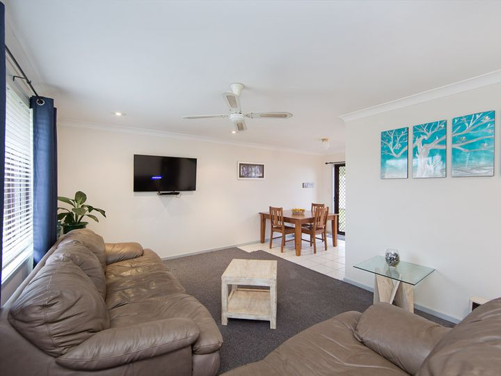 2 Adrian Close, Bateau Bay, NSW
