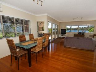 House Size Apartment on the River - Maroochydore