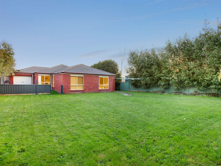 2 Mayfair Court, Mount Helen, VIC