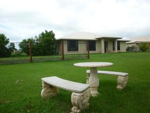 1 ACRE ~CHERRYFIELD ESTATE~ POOL~SHED~LARGE HOME - Gracemere