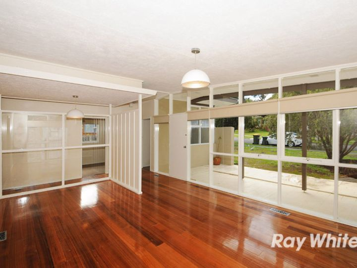 13 Derna Crescent, Frankston, VIC