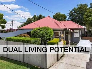 Renovated Character Home Plus Completely Separate 2 Bedroom Cottage! - Chermside