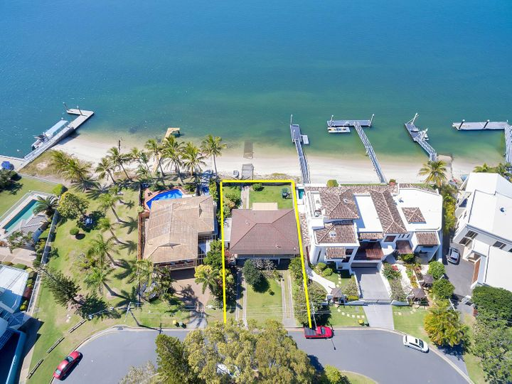 4 Poinsettia Avenue, Runaway Bay, QLD