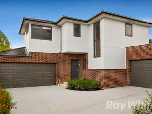 SUBLIME TOWNHOUSE LIVING WITH SPECTACULAR VIEWS - Doncaster East