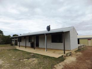 2 x 1 home with large shed - Hopetoun