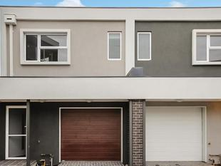 Contemporary Townhouse - Currently Tenanted at $1180 PCM till Nov 2017 - Mernda