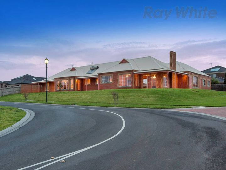 21 Golden Way, Skye, VIC