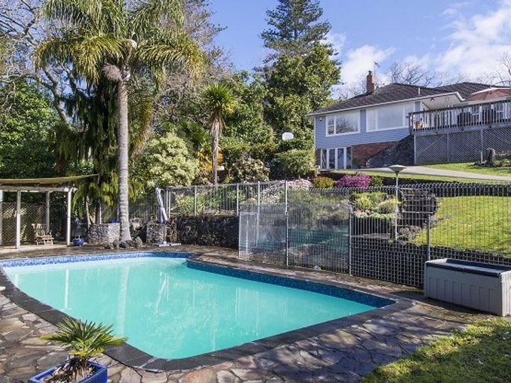 15 The Glebe, Howick, Manukau City
