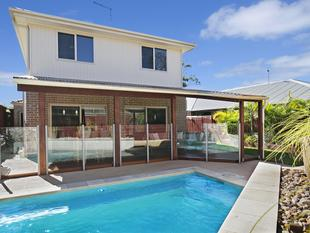4 Large Bedrooms, Multiple Living Areas, Stunning Inground Pool, Air-Conditioning & Superb Entertaining area!! - North Lakes