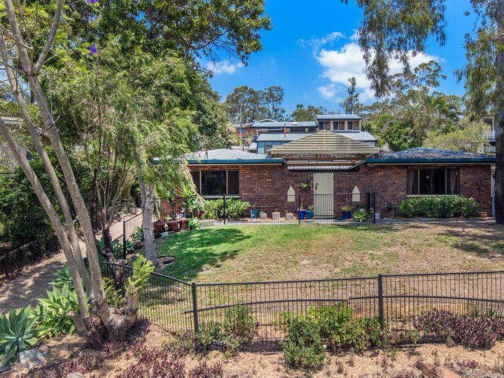 8 Gaza Road, Holland Park West, QLD