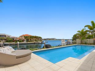 Great Family Home - Stunning extended canal outlook to the Broadwater! - Sovereign Islands