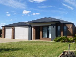Near New & Just Waiting For You - Moama