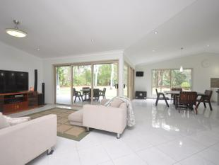 Everything You Could Want *** 5 BED *** 3 LIVING *** ACREAGE - Burpengary