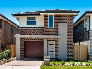 STYLISH BRAND NEW HOUSE - Schofields
