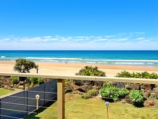 VINTAGE ABSOLUTE BEACHFRONT - RIPE TO CAPITALISE - Palm Beach